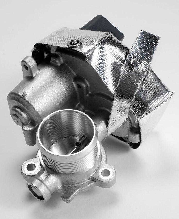 partieller Wärmestrahlungsschutz an einem Ventilmodul, montiert mit Edelstahlknöpfen und Kevlarnähten (2)