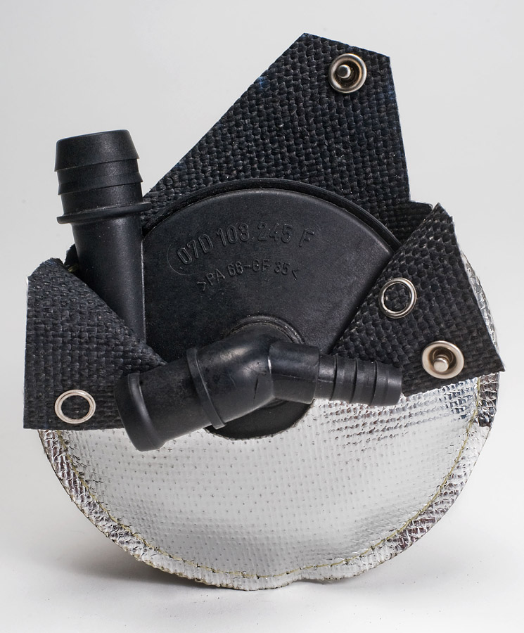 Complete heat radiation protection on a thermoplastic pump housing, fastened with stainless steel button fasteners and Kevlar seams (1)